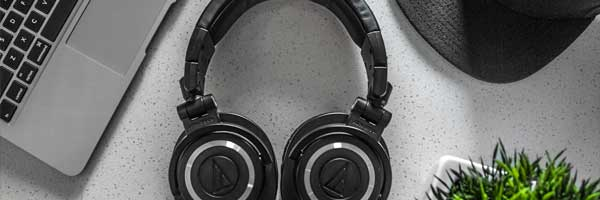 Why is Radio Streaming Services More Popular than Radio Itself headphone pc - Why is Radio Streaming Services More Popular than Radio Itself?