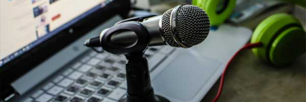 Why is Radio Streaming Services More Popular than Radio Itself microphone laptop - Why is Radio Streaming Services More Popular than Radio Itself?